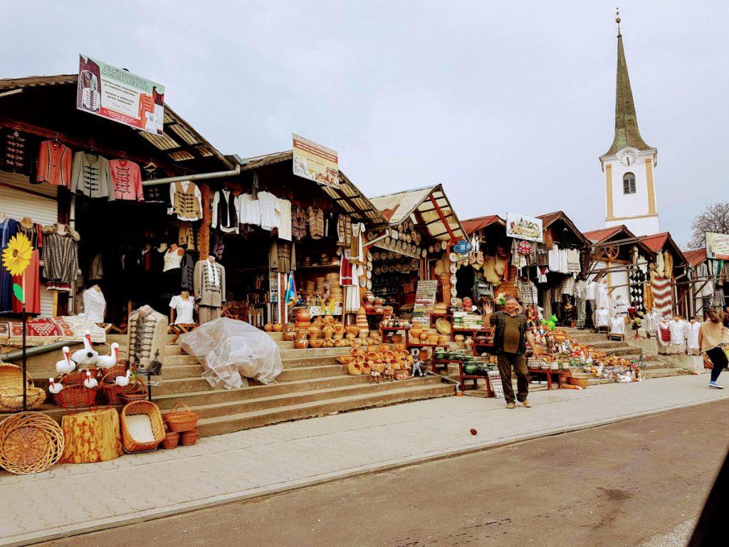 Crafts shops in Corund Village