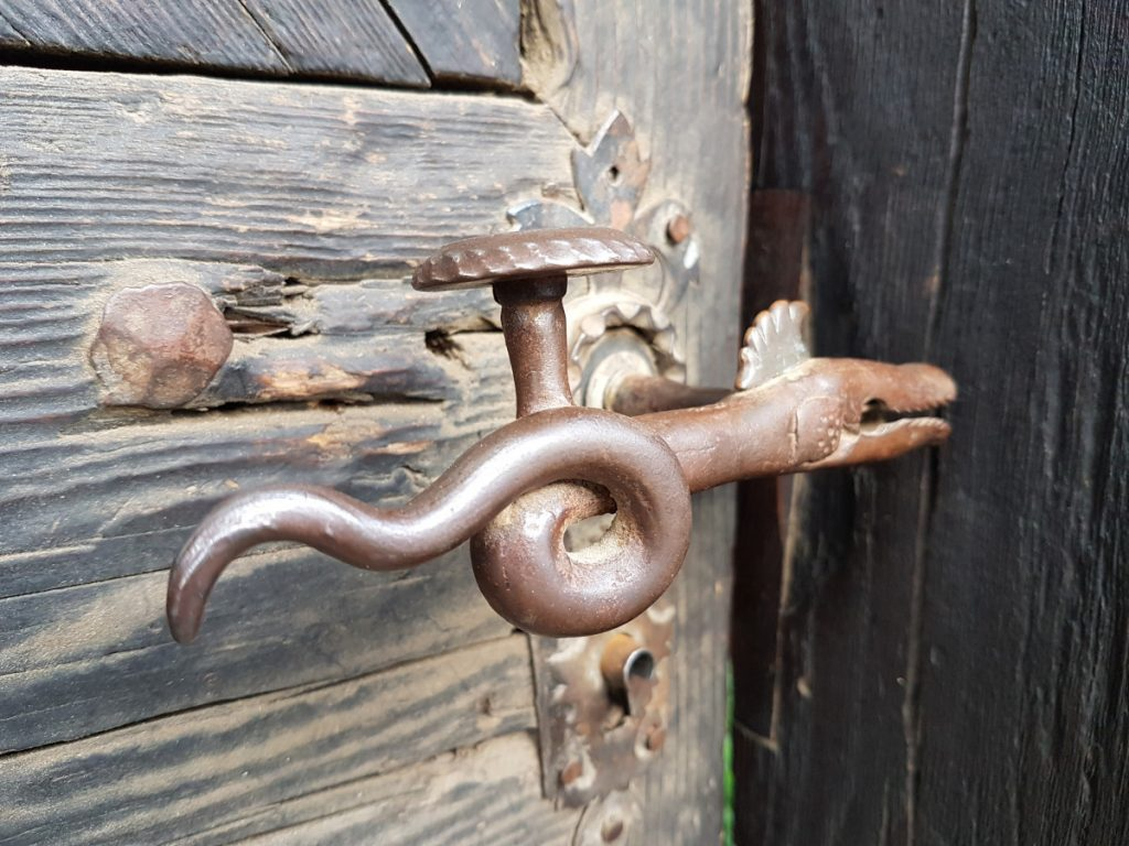 Snake door handle, Rimetea Village