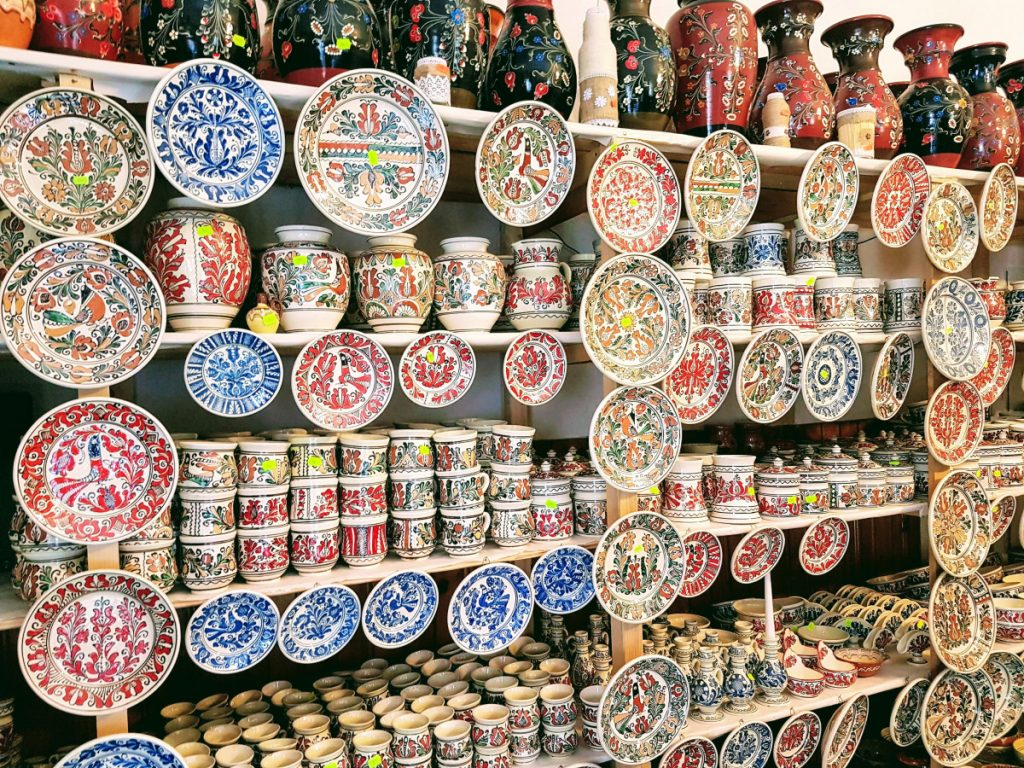 Painted ceramics in Rimetea