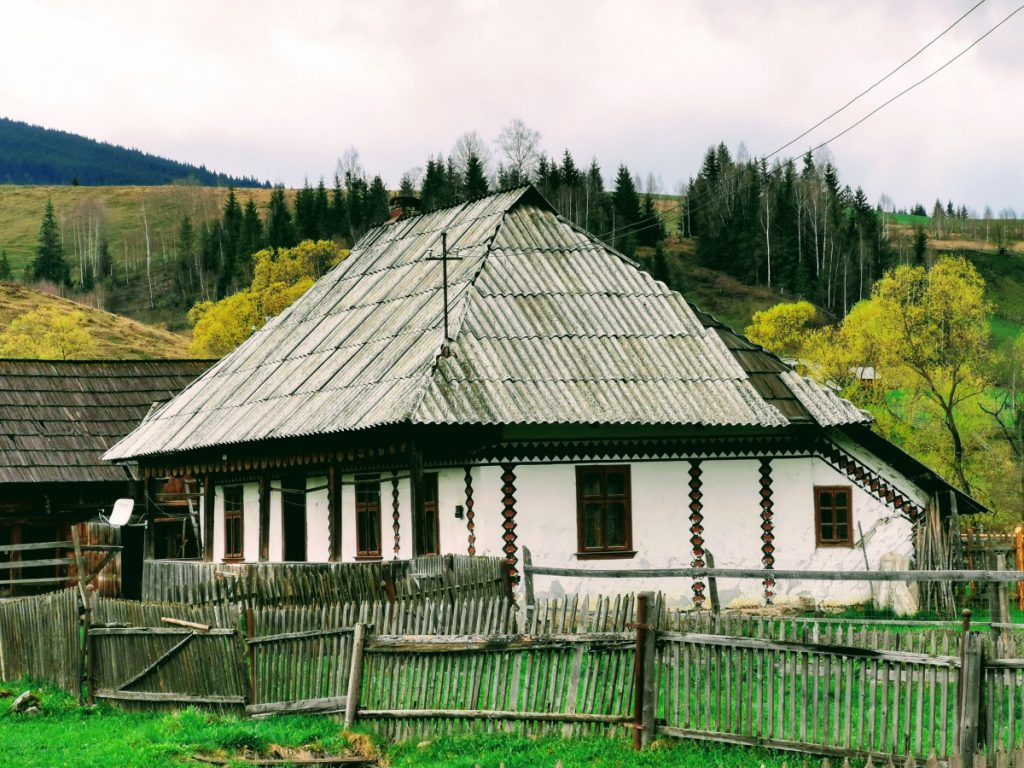 Painted house in Ciocănești, Suceava