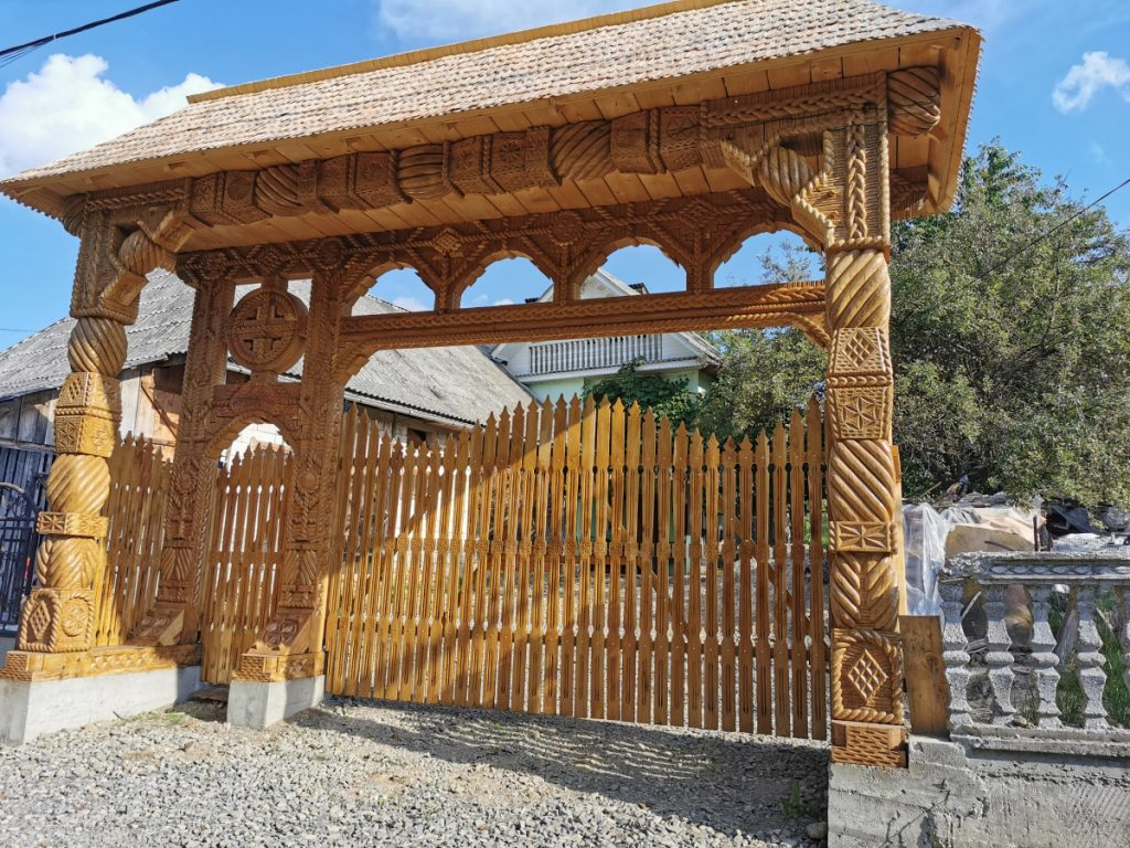 Amazing gate in Breb, Maramureş