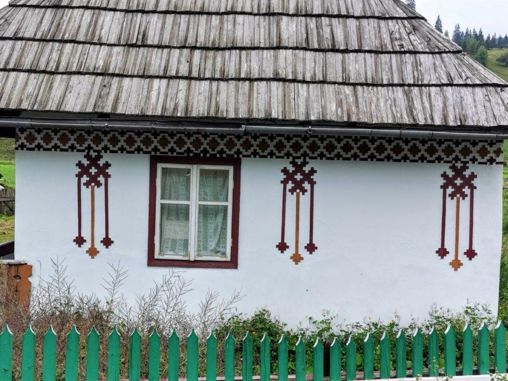 Painting details in Ciocănești Village (Bucovina)