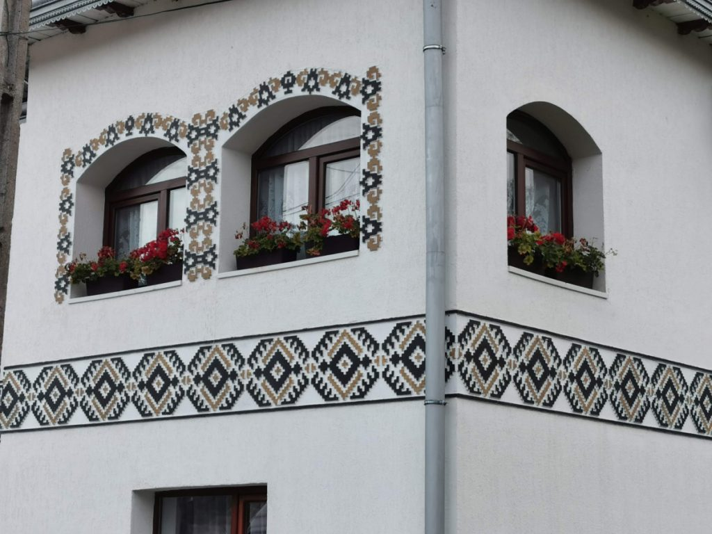 Traditional motif painted on a house in Ciocănești Village (Bucovina)