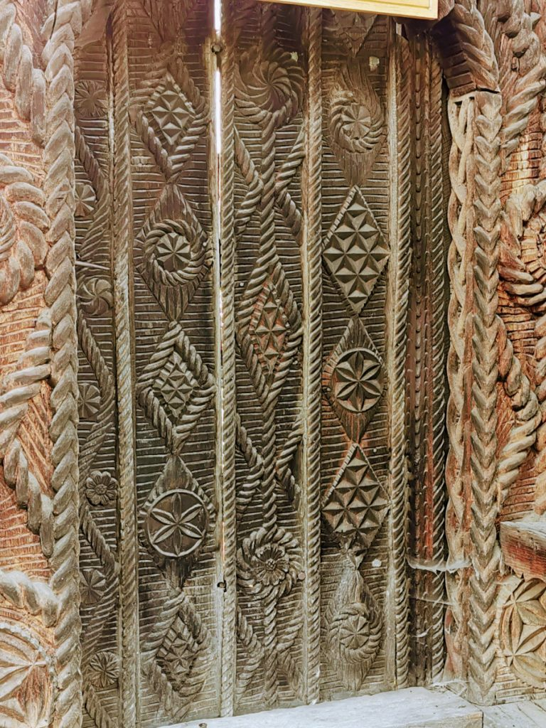 Carved wooden door (Maramureş)