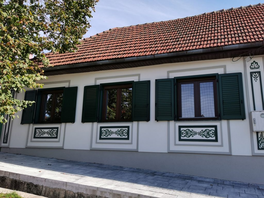 Gărâna house with motif