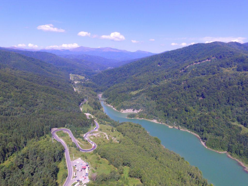 Lake Maneciu and Road DN 1A